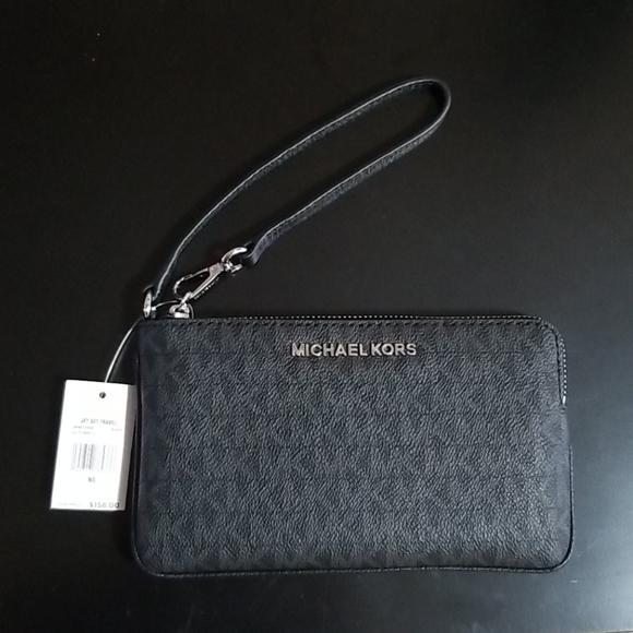 Michael Kors Handbags - Michael kors wristlet